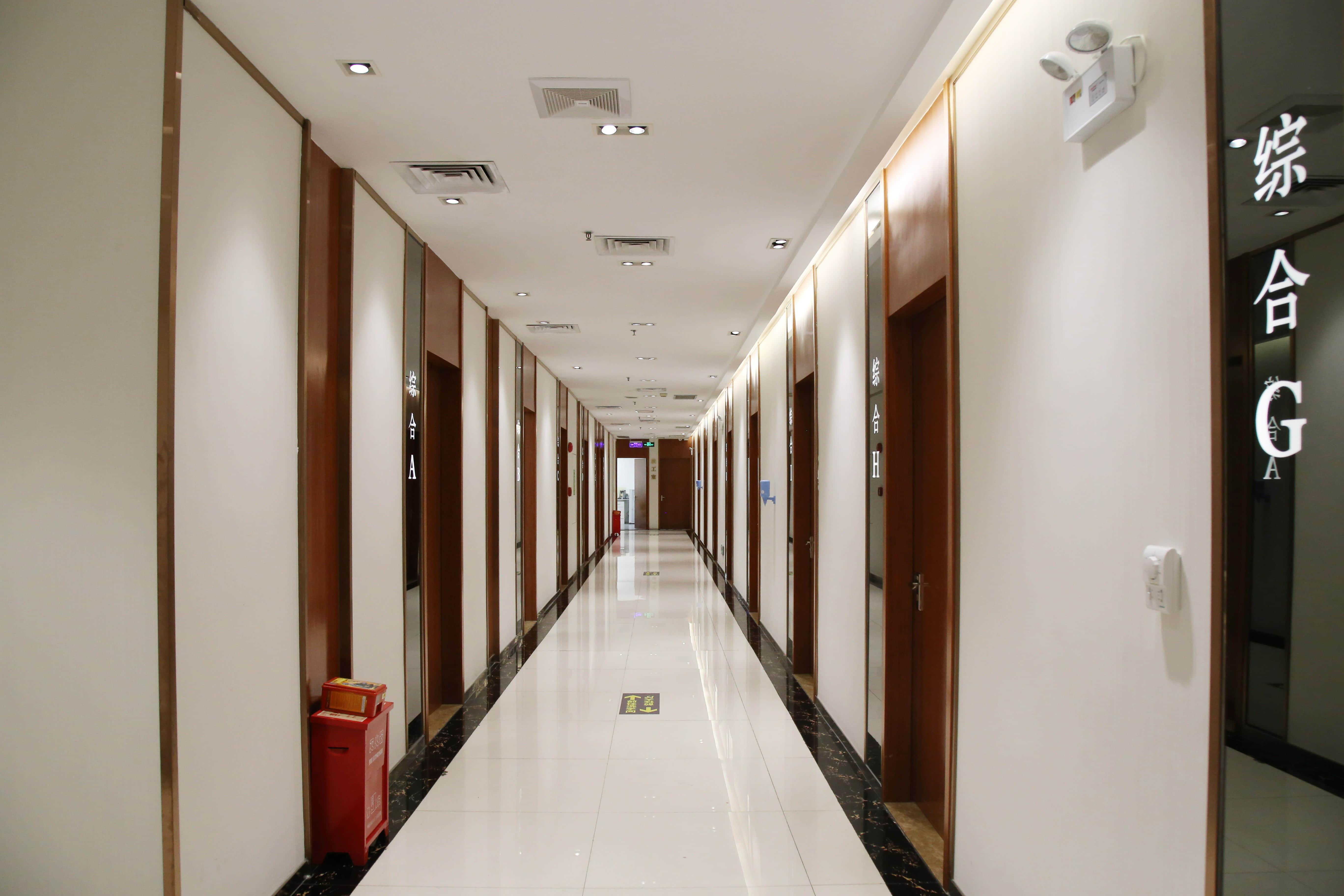 爱康健口腔医院5楼走廊