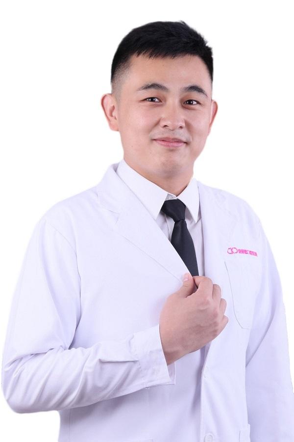张甲伟牙医